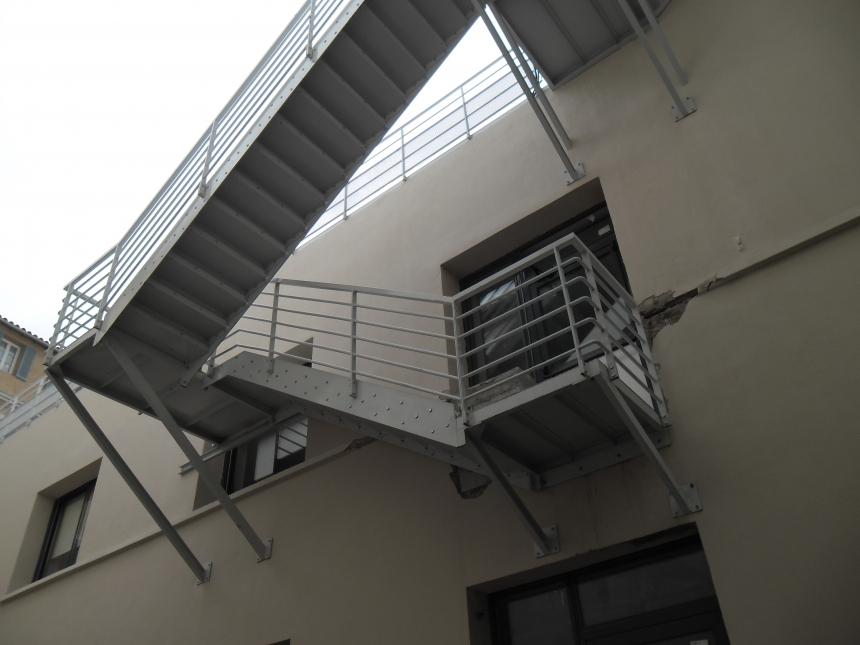 escalier secours métal